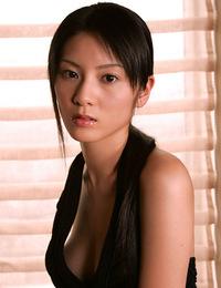 Idol Fumina Hara is drop dead gorgeous in her slinky blue dress