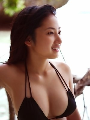 Saaya Irie Asian with big assets loves playing in the warm ocean