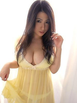 Nonami Takizawa Asian shows immense bazoom bas in yellow lingerie