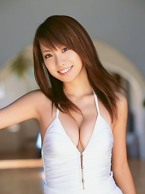 Petite gravure idol babe with soft plumo boobs in a bikini